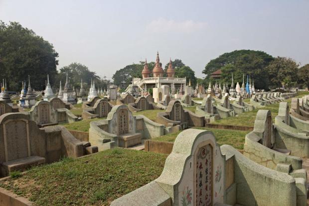 Chiński cmentarz w Kanchanaburi #kwai #birma #muzeum #tajlandia #azja #Kanchanaburi #cmentarz