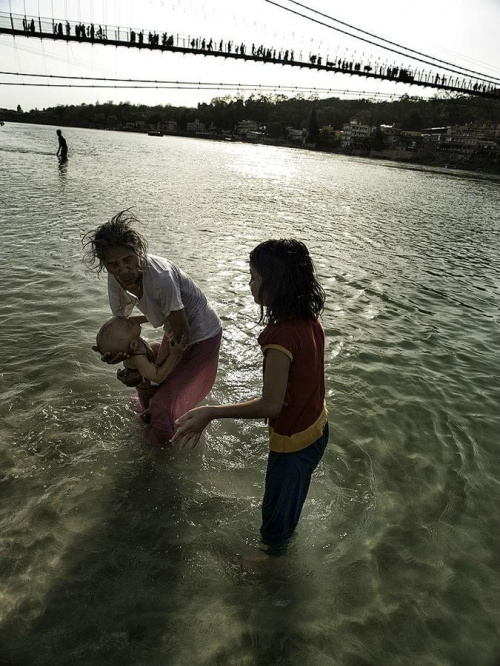 Maluch w Gangesie:)