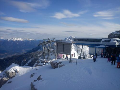 Troghohe 2020m - gondolka,tu zaczyna się trasa 70 czerwona #Alpy #Austria #Narty #Nassfeld
