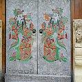 Piękne drzwi wejściowe - dobrze, że kółka w tym miejscu ;) #Chiny