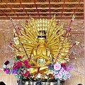 Posąg Bogini Avalokitesvara z tysiącem ramion - każdemu niesie pomoc. Mnie pomogła ;) #Chiny