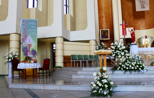 wystrój na I Komunię Św. w moim kościele ... #bukiety #Kędzierzyn #kwiaty